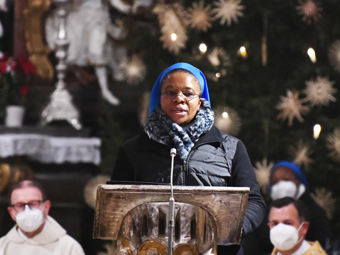 Die deutsche Regionaloberin Sr. M. Rosemary Ude stellte ihre Gemeinschaft während des Gottesdienstes vor.