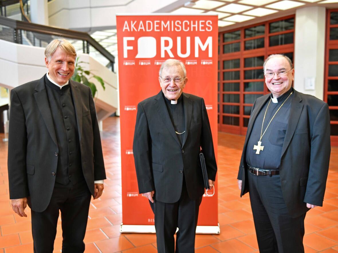 Die Referenten des Studiennachmittags (v.l.) Bistumshistoriker Domkapitular Dr. Thomas Groll, Walter Kardinal Kasper, Bischof Dr. Bertram Meier.