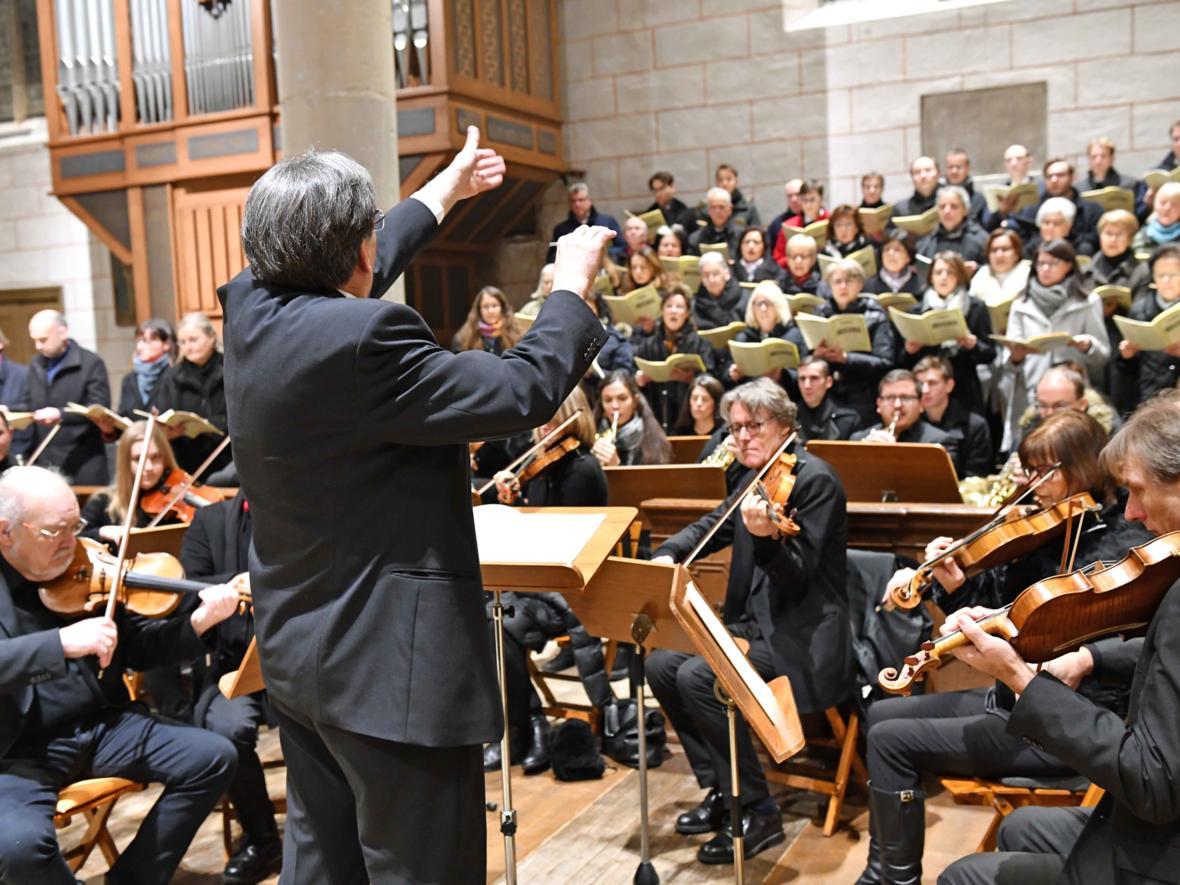 Domkapellmeister Reinhard Kammler dirigiert sein letztes Te Deum mit Domchor und Domorchester (Foto Nicolas Schnall_pba)