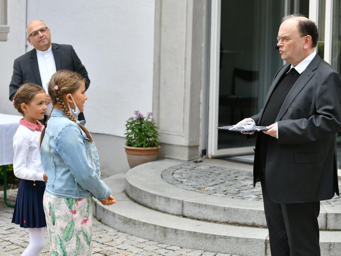 Gabenprozession im Bischofsgarten 2 (Foto Julian Schmidt_pba)