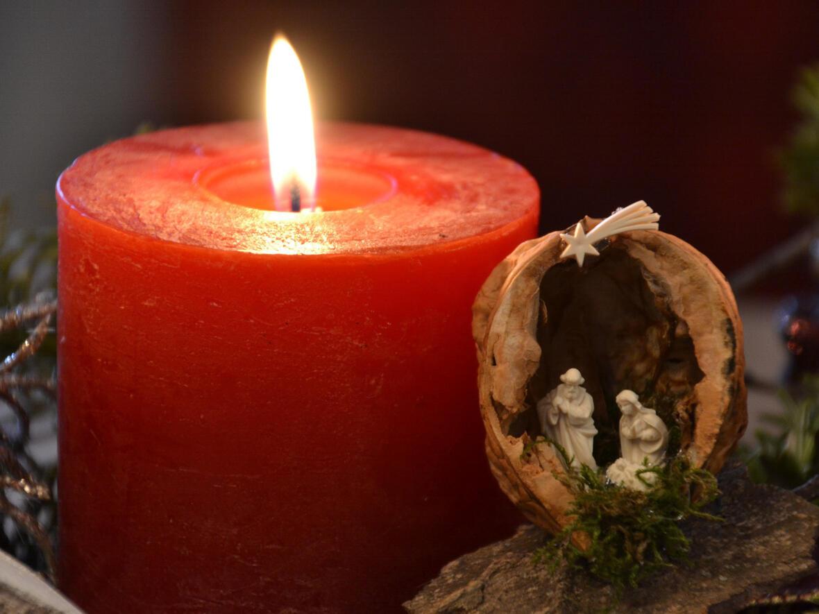 Kerze und Krippe_pixabay_4-3