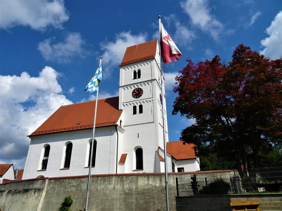 Kirche Bliensbach Außen renoviert