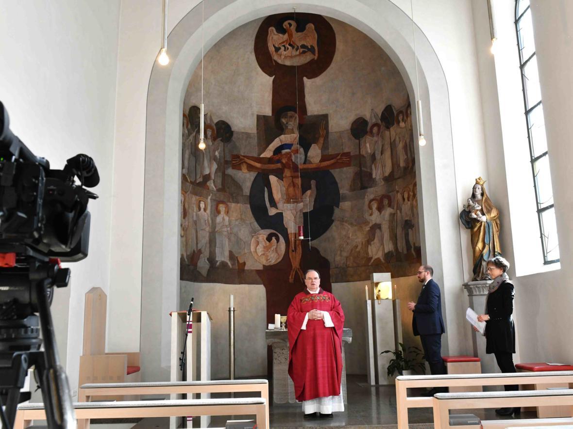 Liveübertragung des Gottesdienstes aus der Kapelle des Bischofshauses. (Foto: Daniel Jäckel / pba)