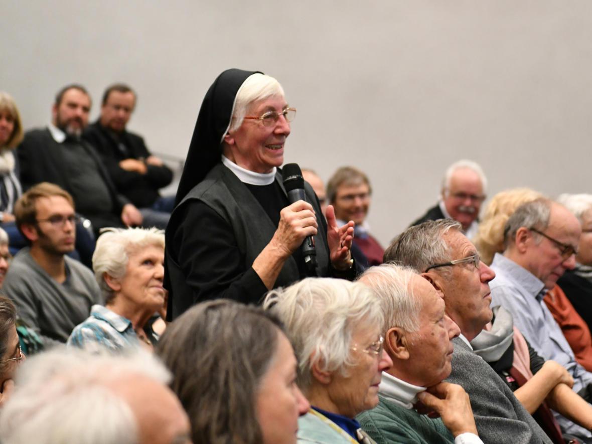 Nach dem Bericht wurde im Publikum lebhaft diskutiert