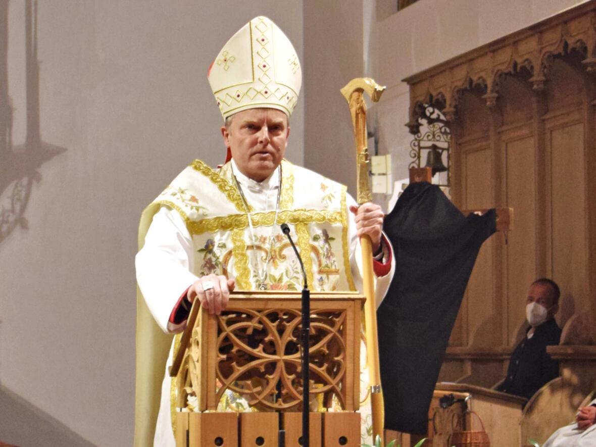 Weihbischof Wörner bei der Predigt.