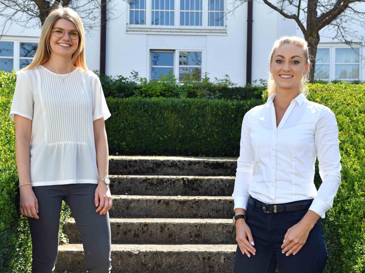 Die neuen Pastoralassistentinnen Sarah Schmid und Anna-Lena Ertle, auf dem Bild fehlt Anna-Maria Maul.