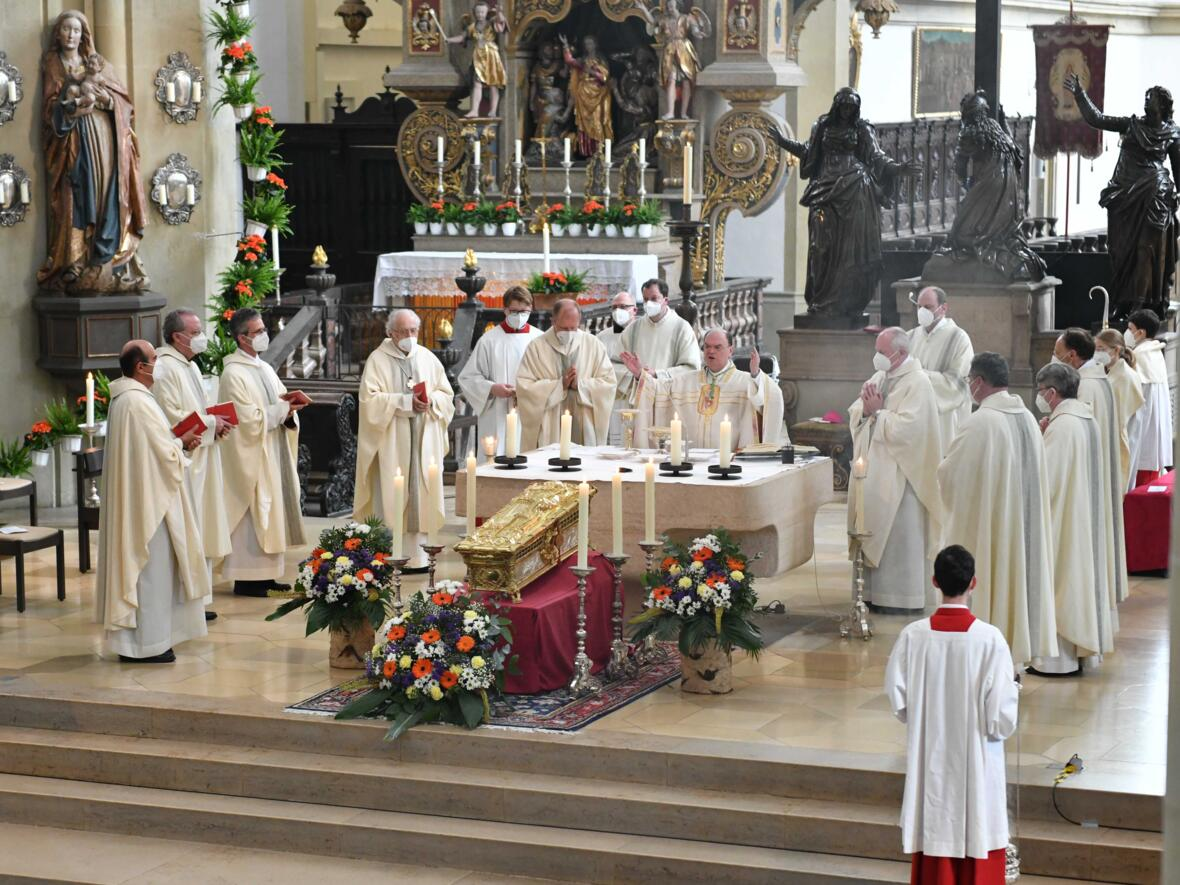 Pontifikalamt zur Ulrichswoche (Foto Maria Steber_pba) 3