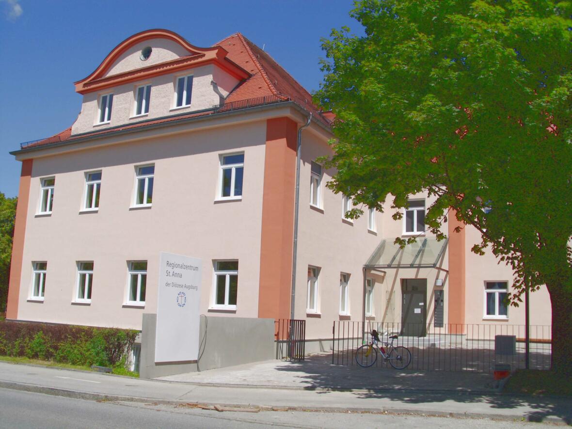 Regionalzentrum 2012-07 (Haupteingang) - mittelhell