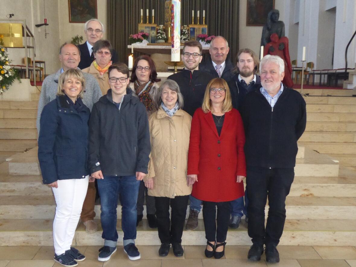 Das EMAS-Team der Pfarrei. Mit im Bild (rechts neben der Osterkerze) ist auch Jakob Vellinger. (Foto: Archiv Pfarrei)