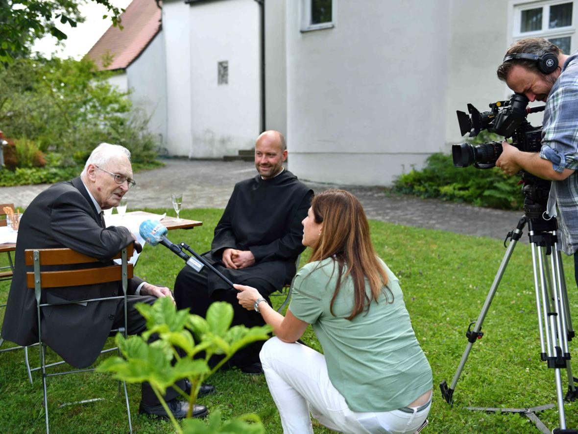 Gefragter Gesprächspartner: Msgr. Josef Philipp ist seit 65 Jahren im priesterlichen Dienst und immer noch aktiv.