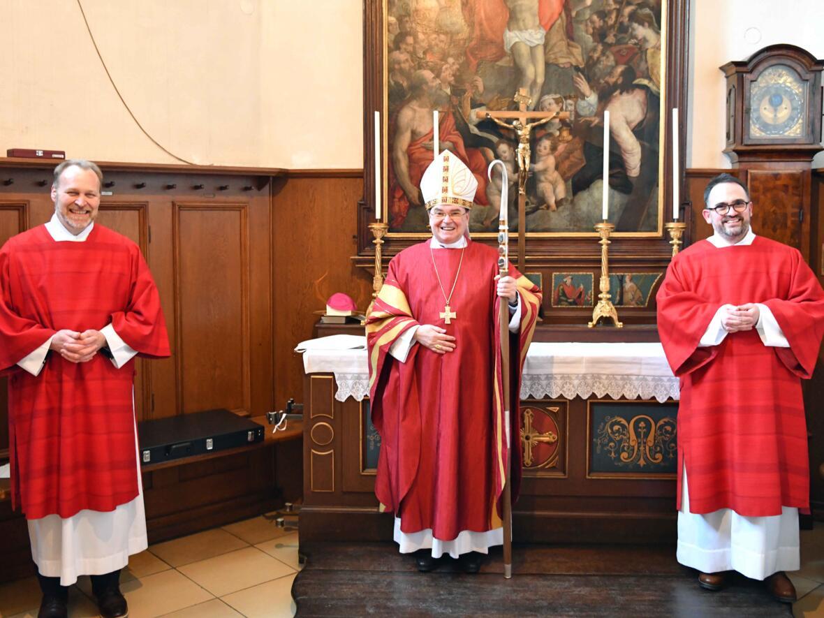 (v.l.) Diakon Manfred Selg, Bischof Bertram, Diakon Filip Bäder.