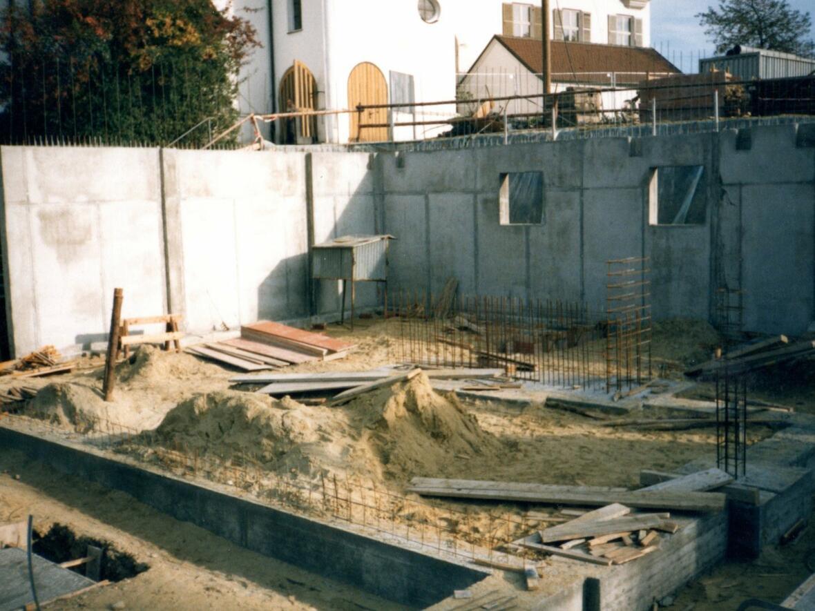 September 1990 Offizieller Baubeginn