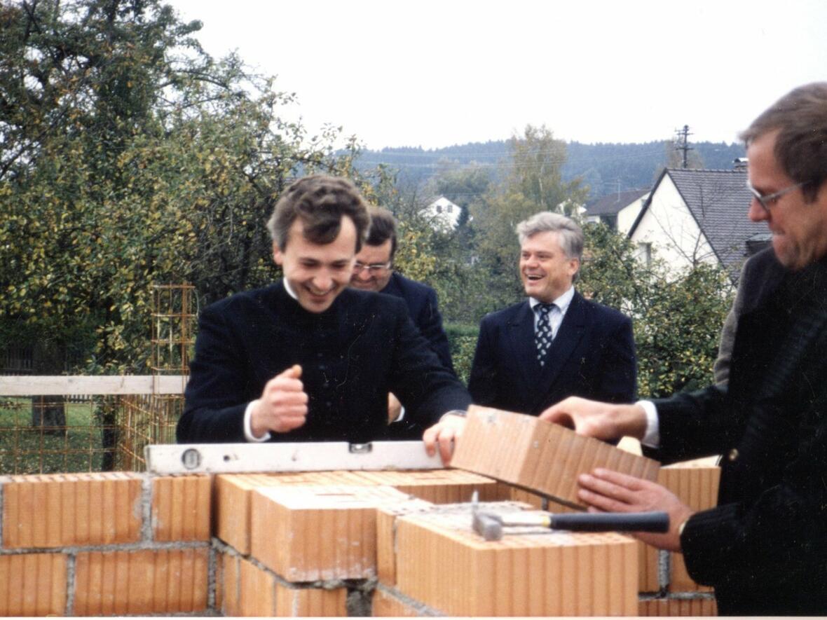 21.Oktober 1990 Grundsteinlegung durch Pfr. Walter Merkt