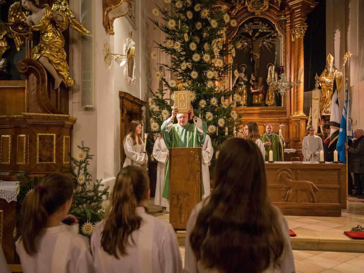 Diakon Helmut Scharpf verkündet das Evangelium