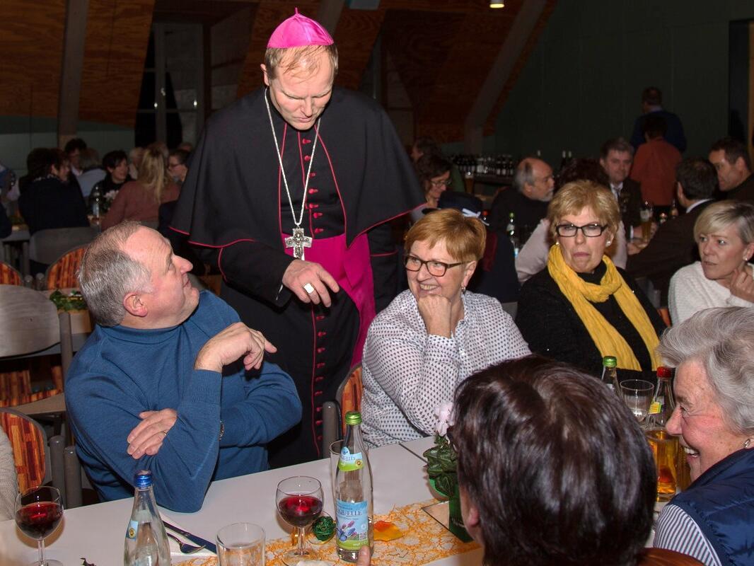 Weihbischof Wörner begrüßt die ehrenamtlichen und hauptamtlichen Mitarbeiter...