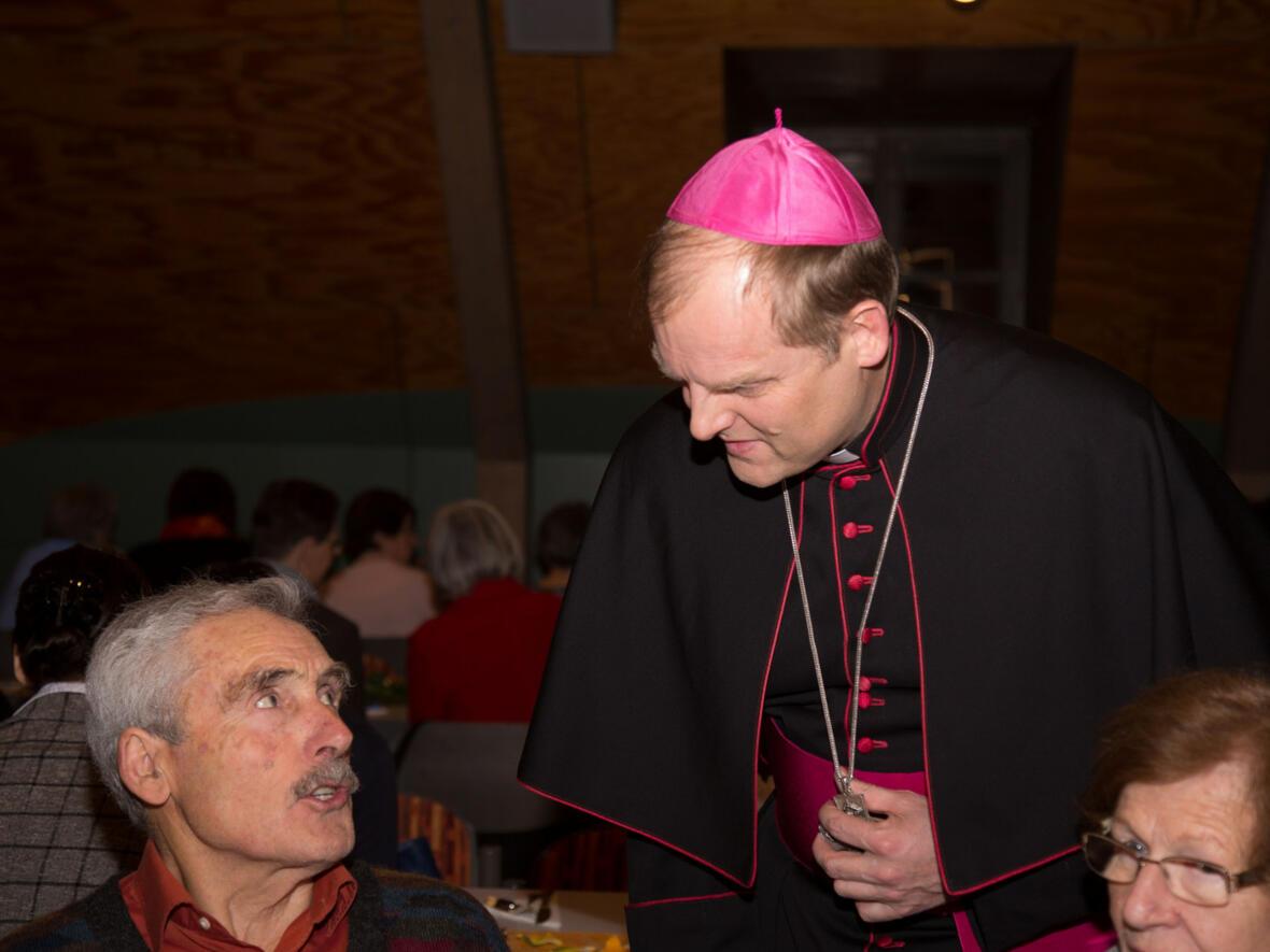 ...Aug in Aug mit dem Weihbischof...