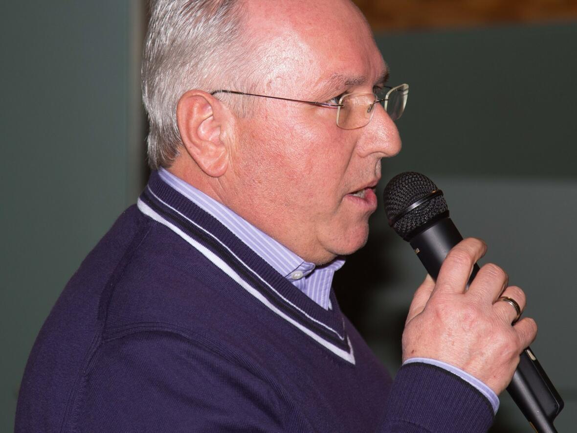 Kirchenpfler Alfred Ostermöller moderiert den Abend