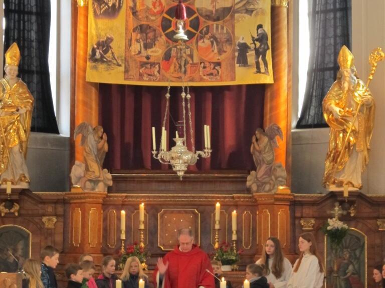 Festgottesdienst zum Palmsonntag 2016 - Überreichung der Kreuze an die Kommunionkinder