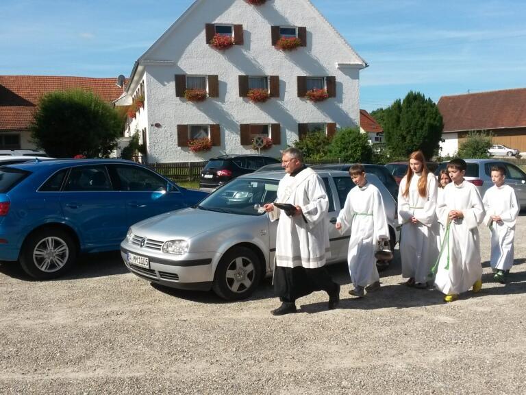 Fahrzeugsegnung auf dem Kirchplatz 2015