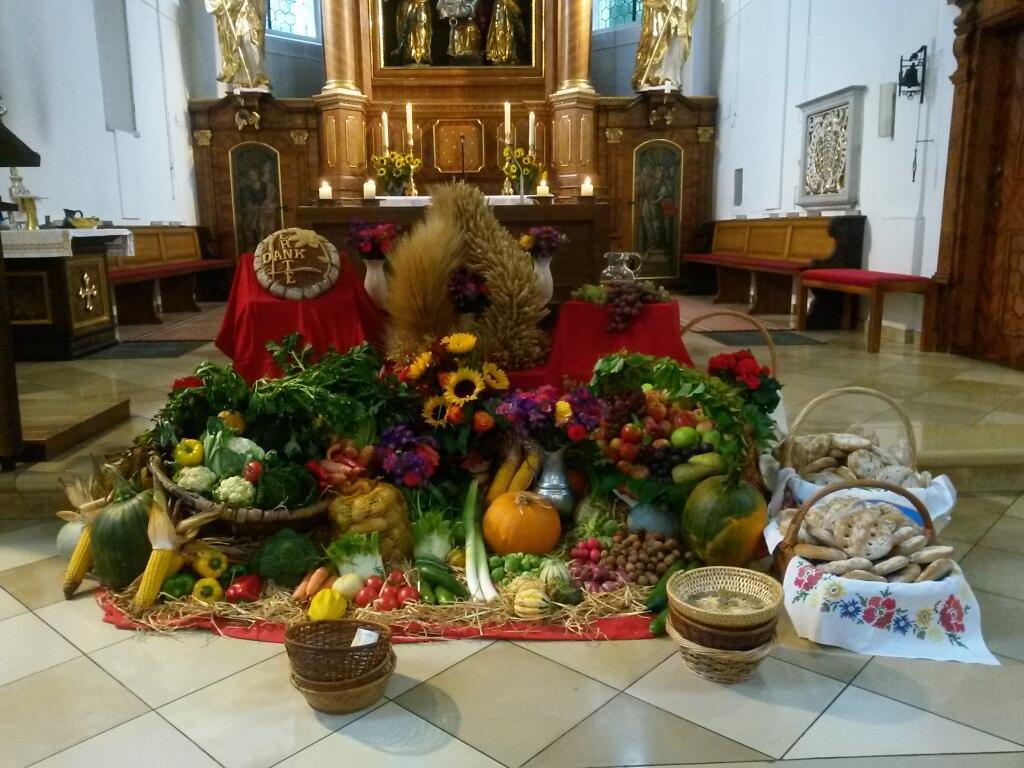 Erntedank-Altar 2014