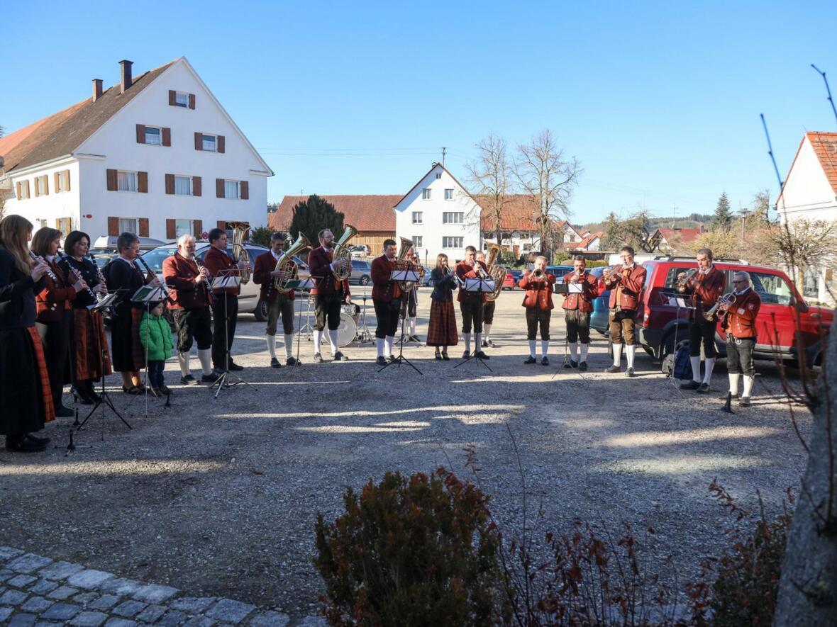 Der Musikverein Gablingen spielt zum Bischofsempfang
