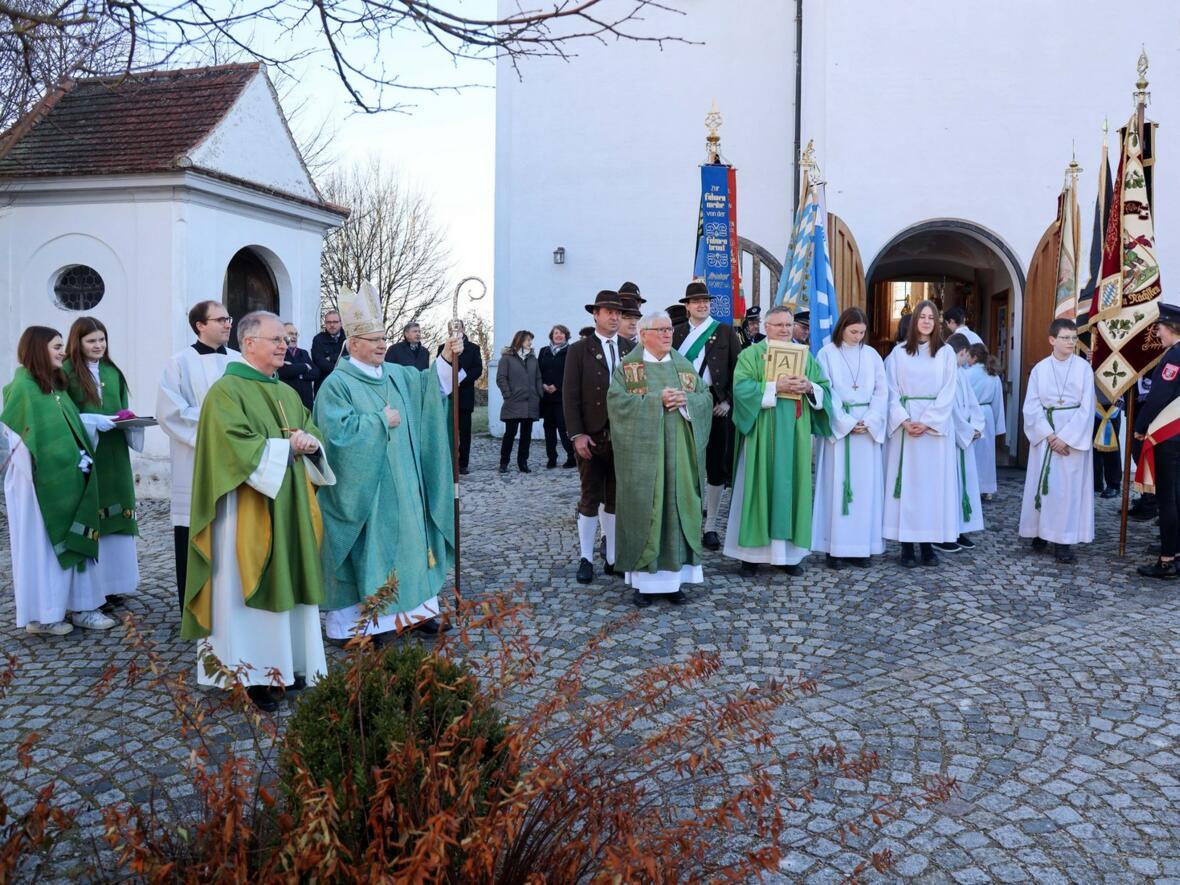Bischof Konrad freut sich über den musikalischen Empfang