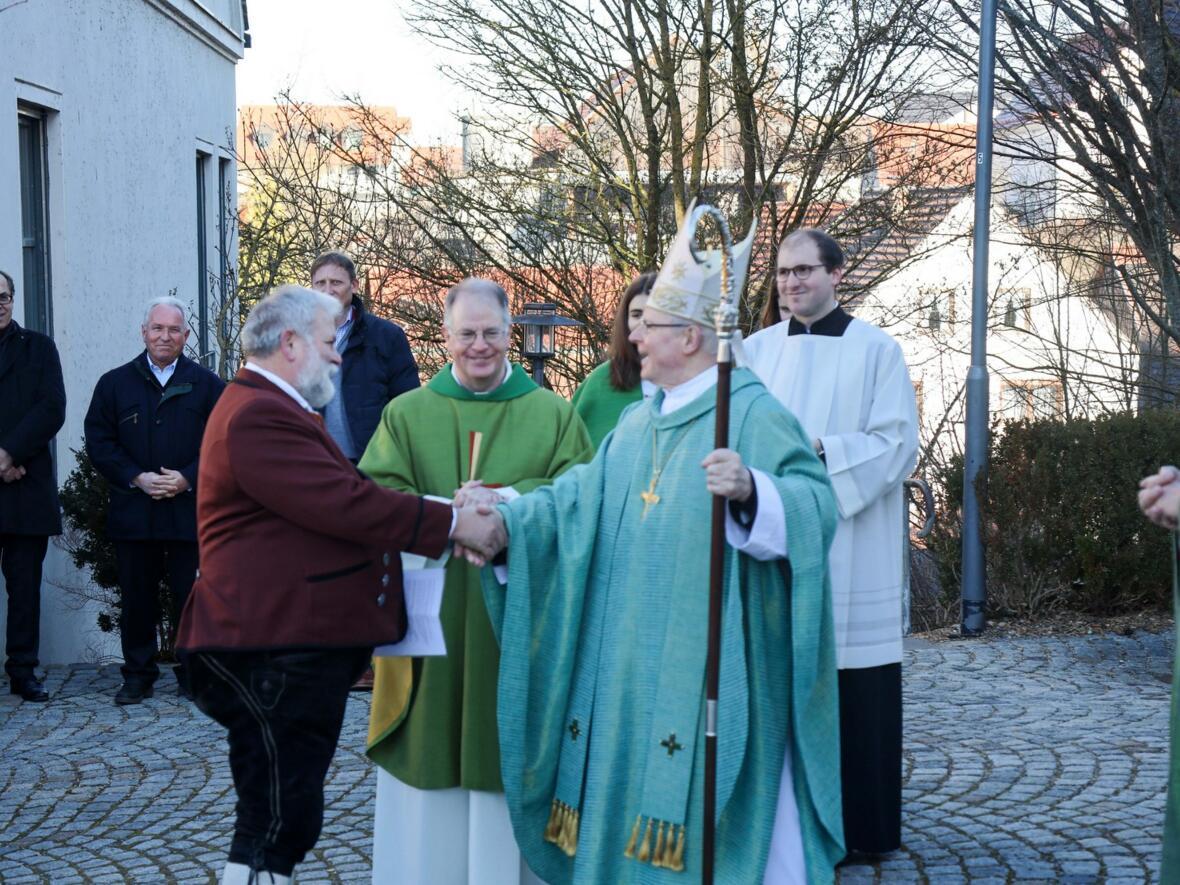 vlnr: Bürgermeister Hörmann, Pater Bernhard, Bischof Konrad