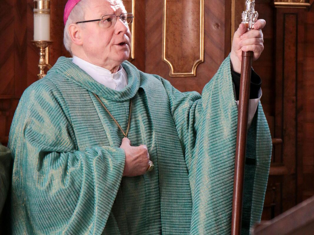 Bischof Konrad grüßt die Gläubigen