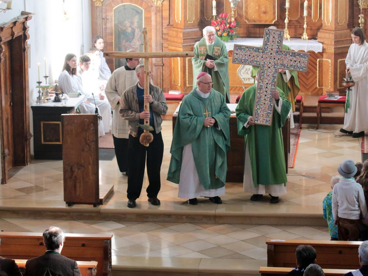 Segnung der beiden Kreuze für den Kindergarten