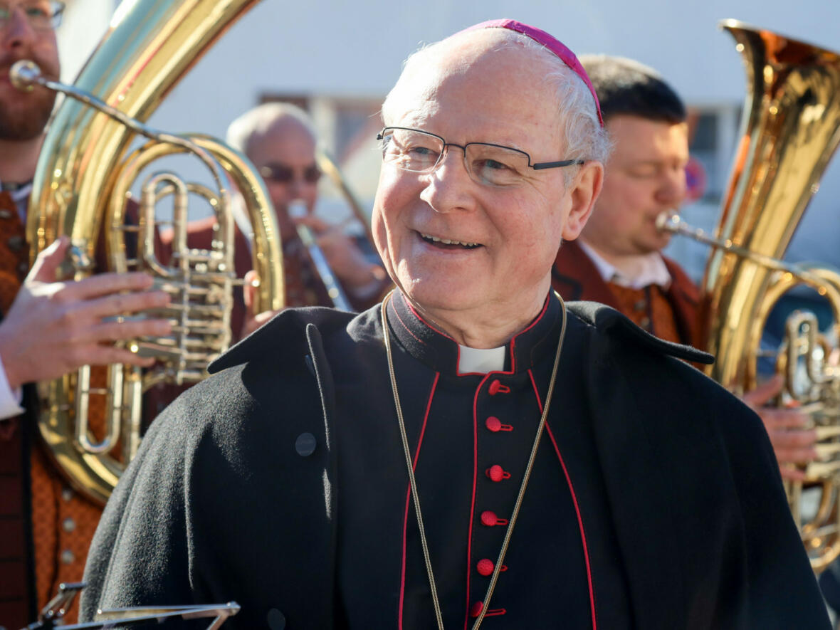 Bischof Konrad erfreut an den Darbietungen des Musikvereins