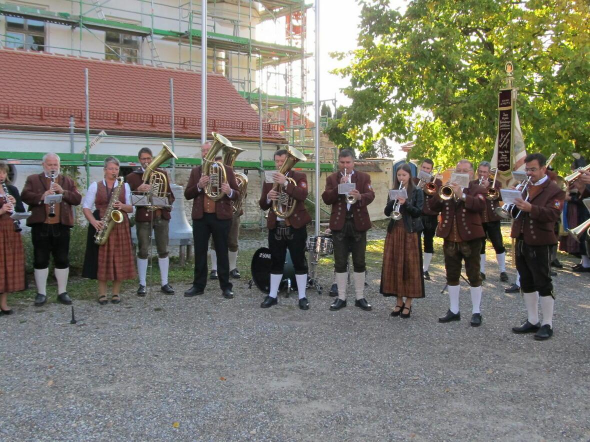 Standkonzert mit dem Musikverein Gablingen auf dem Kirchplatz