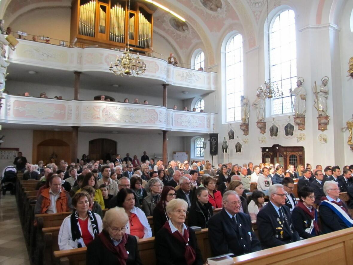 Zahlreiche Gläubige beim Festgottesdienst