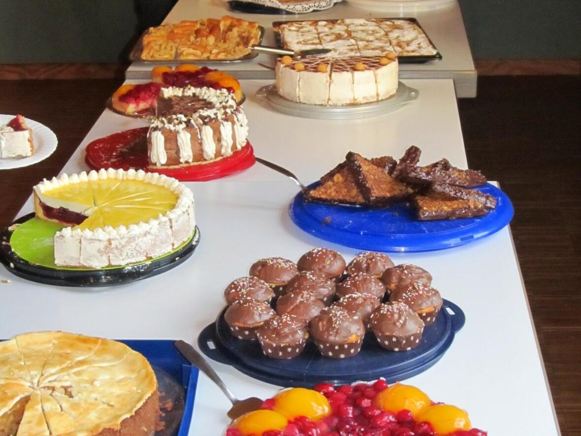 Das reichliche Kuchenbüffett - herzlichen Dank an die fleißigen Gablinger Kuchenbäckerinnen