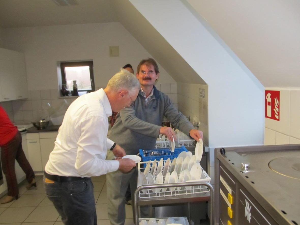 Unsere Pfarrgemeinderäte haben den Nachmittag mit Kaffee und Kuchen ganz toll gemeistert - vergellt's Gott