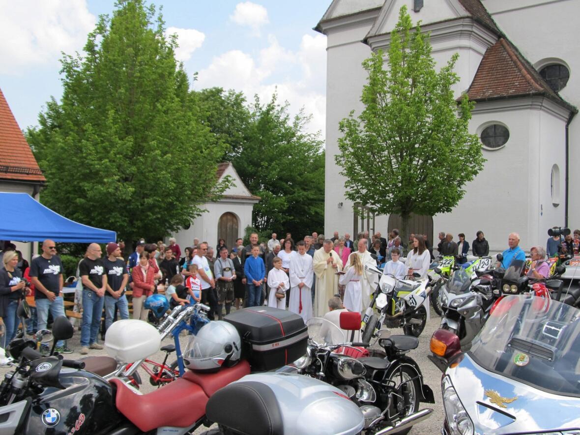 Motorradsegnung am 26.05.2019 auf dem Kirchplatz
