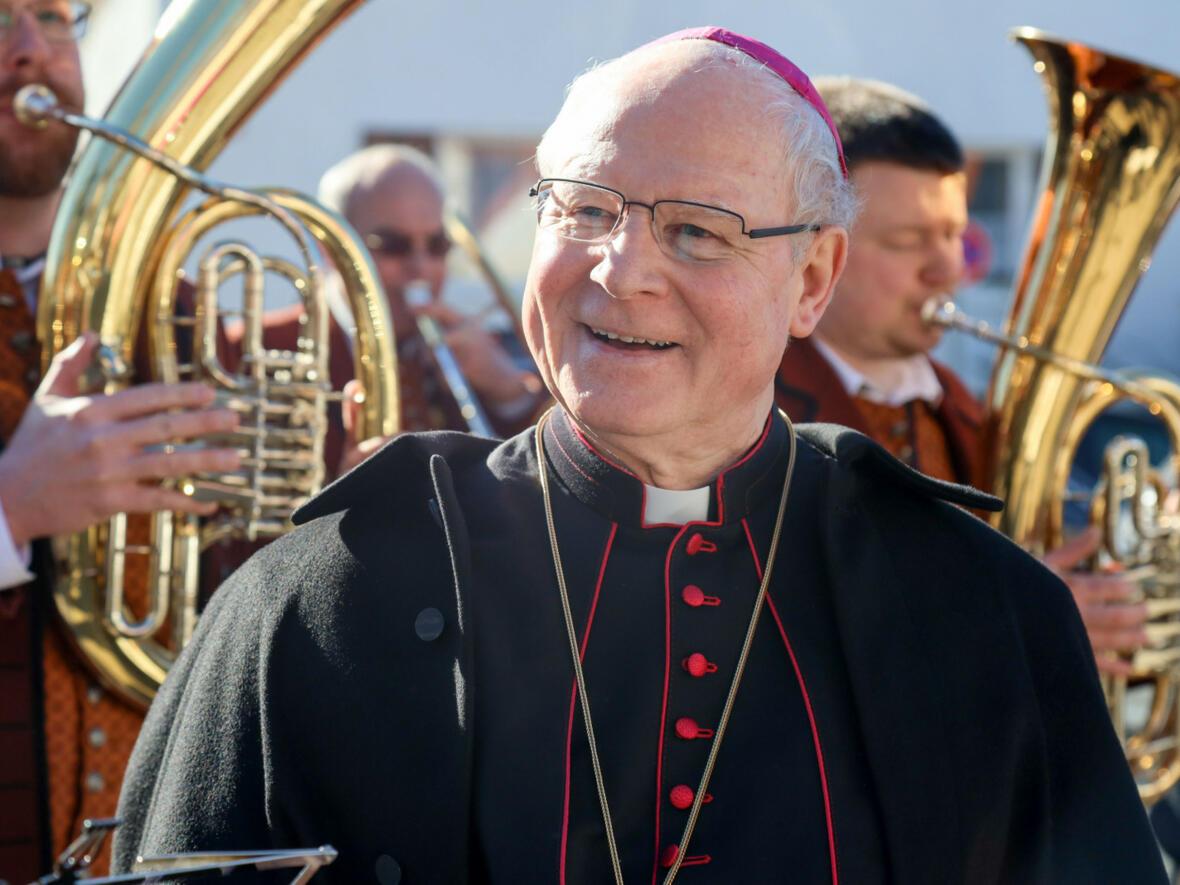 17.02.2019 Bischof Konrad freut sich über die Klänge des Musikvereins Gablingen