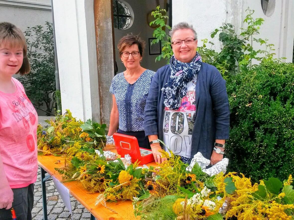 Kräuterbüschel vom Frauenbund an Maria Himmelfahrt 2018