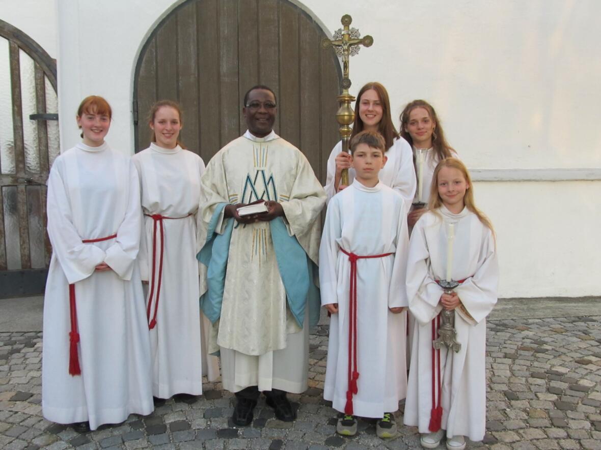 Father Dan mit Gablinger Ministranten an Maria Himmelfahrt 2017