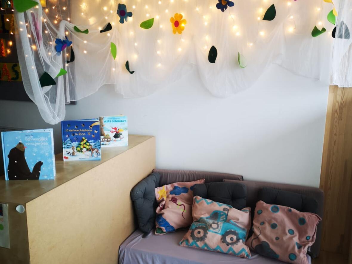 Eine Lese- und Kuschelecke im Kindergarten