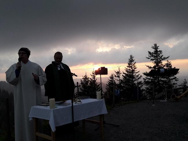 Besondere Stimmung beim ökum. Berggottesdienst zum Sonnenuntergang auf dem Hochgrat