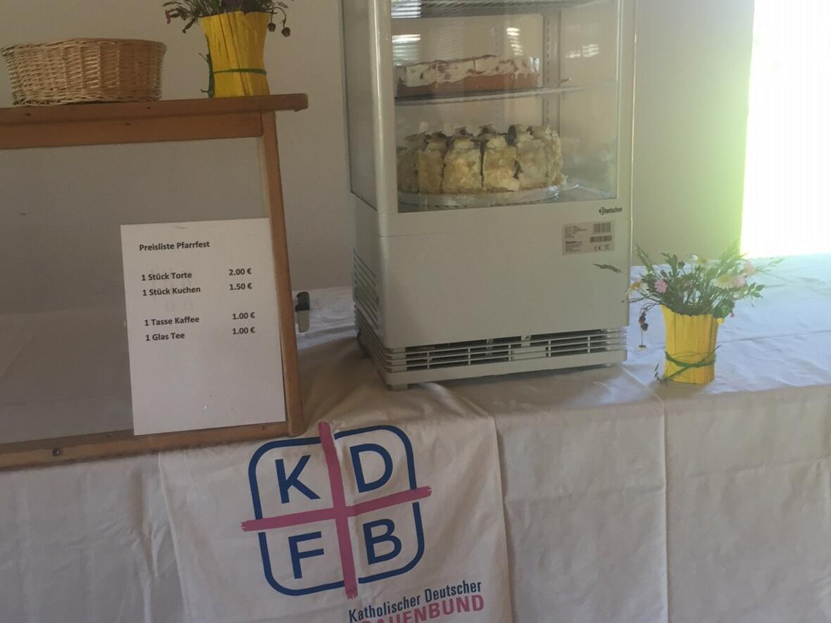 Viele Kuchenspenden durfte der Frauenbund entgegen nehmen und bedankt sich bei allen Spendern !