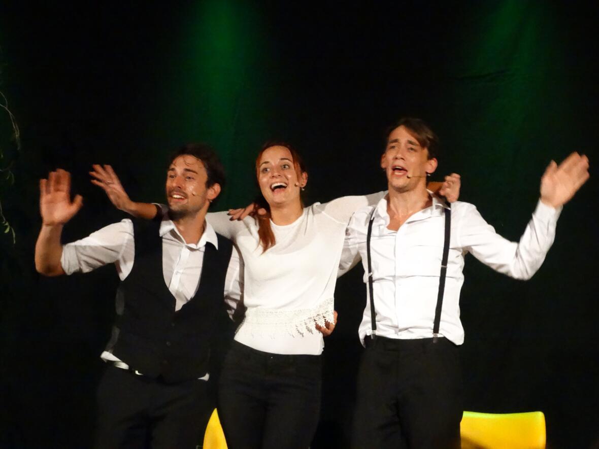 """Kulturherbst - Improtheater """"Die Wendejacken"""", inspiriert von den Vorgaben der Zuschauer improvisierten die Akteure der WendeJacken berührende Geschichten, irrwitzige Comedy, rasante Szenenabfolgen und vor allem Eins: Eine richtig gute Show !"""
