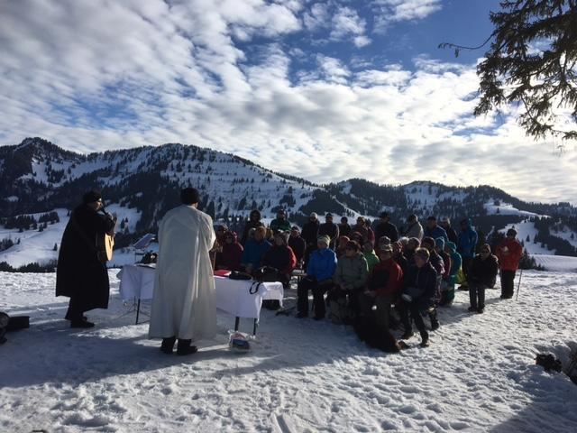Pfarrer Frank Wagner und Pastoralreferent Josef Hofmann feiern am 31.1.18 den ersten ökumenischen Winterberggottesdienst dieser Saison neben der Imbergbahn-Bergstation.