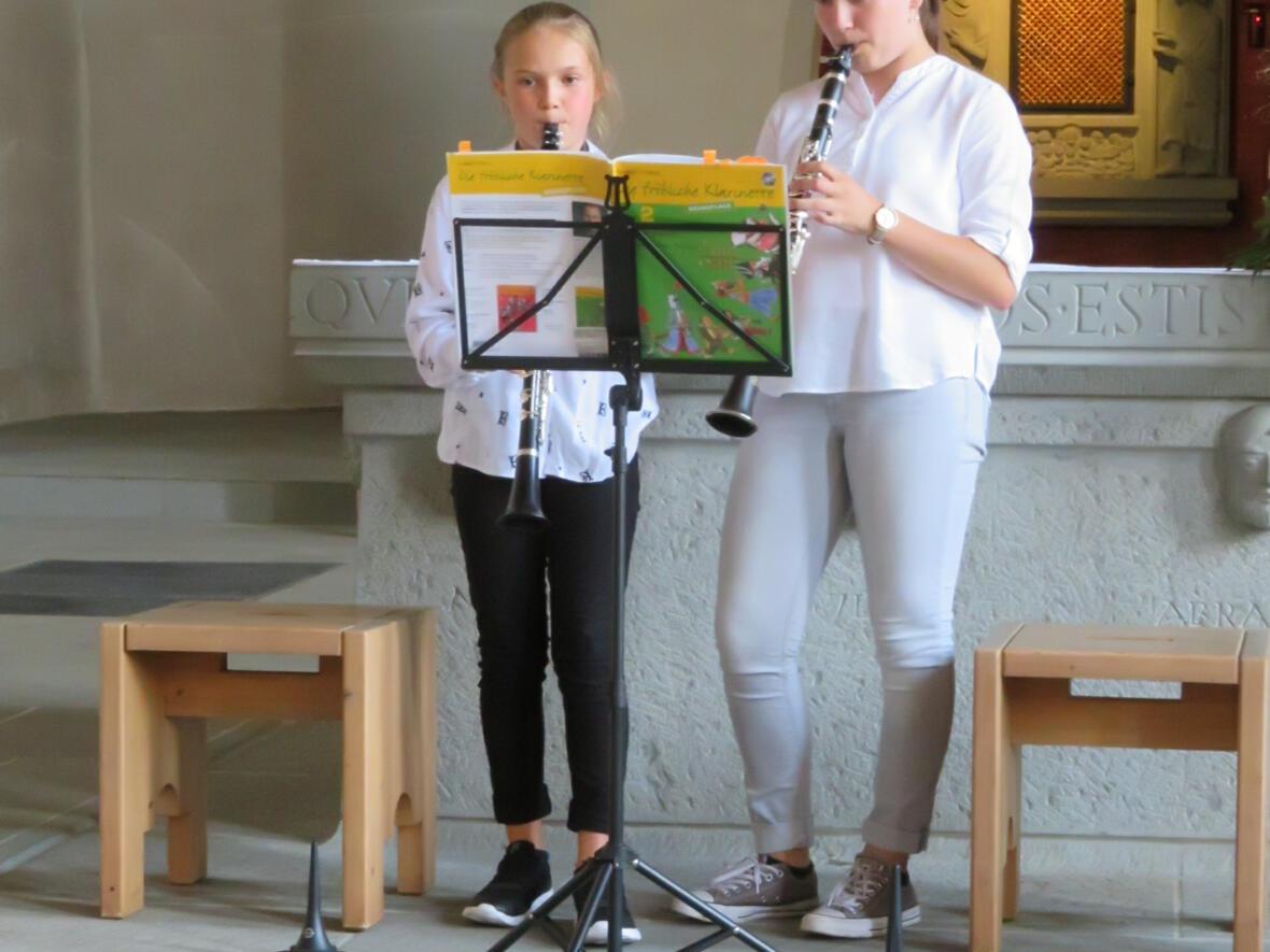 Meditative Musik gespielt von den Musikschülerinnen Ida Vogler und Johanna Höss, dazu Texte von Kurseelsorger Josef Hofmann