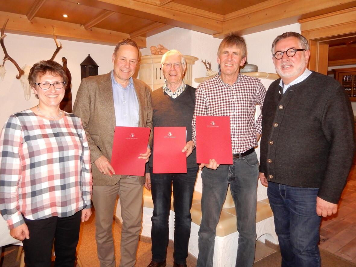 Verabschiedung der Kirchenverwaltungsmitglieder durch Pfarrer Karl-Bert Matthias