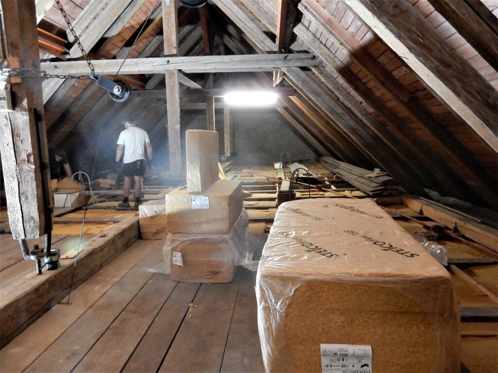 _035 Dämmung und Bretterboden werden verlegt