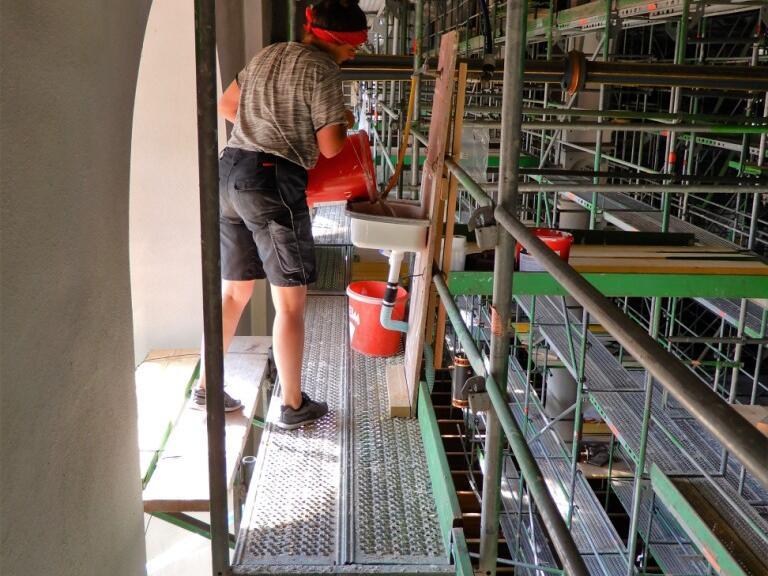 _043 Sanitärinstalation auf der 4. Etage des Gerüstes