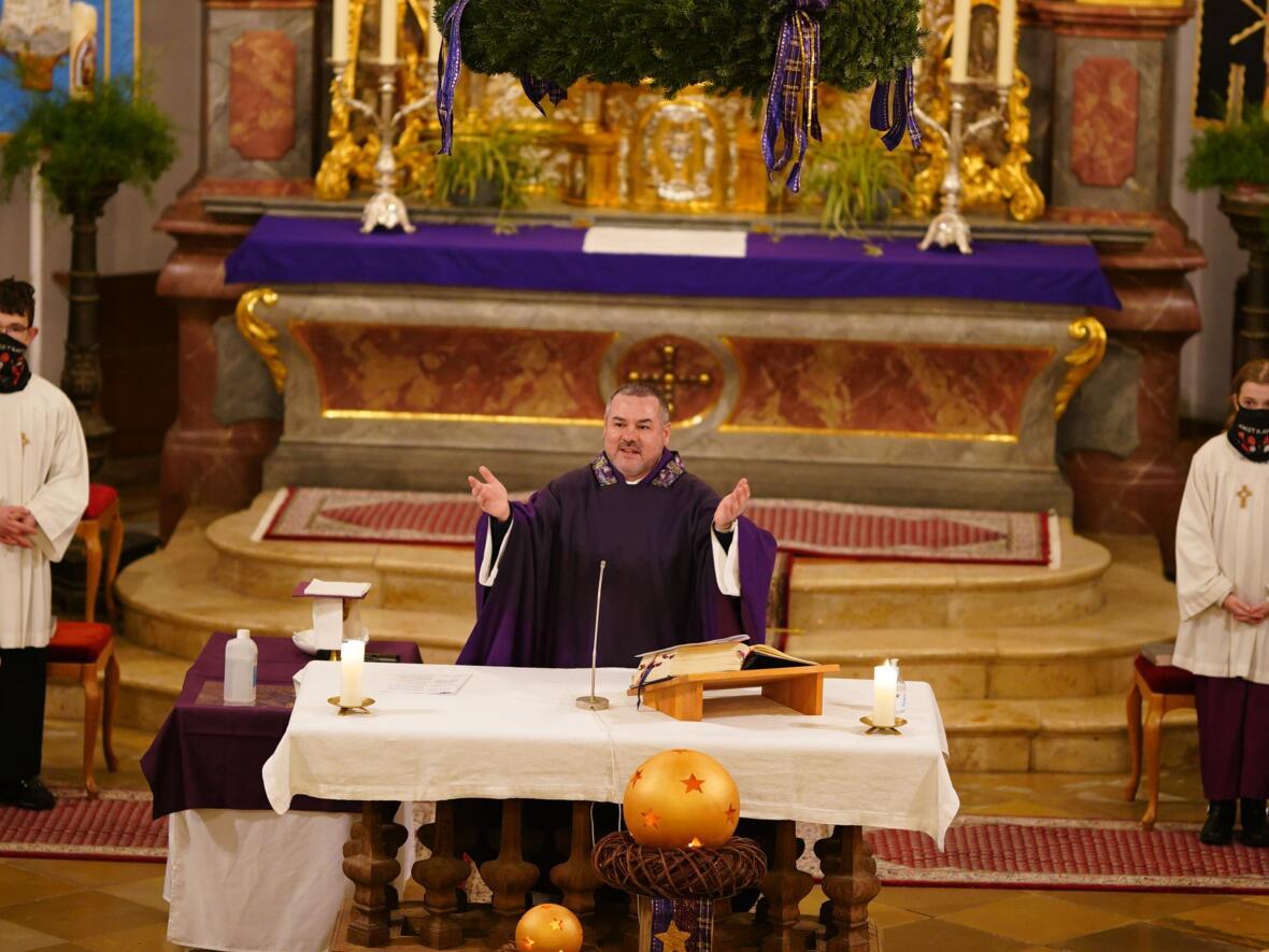 Herr Pfarrer Altar