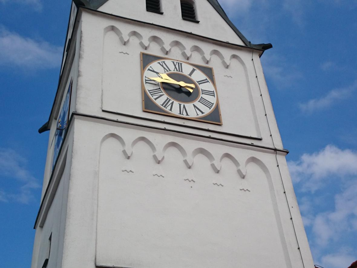 Kirchturm in Straß
