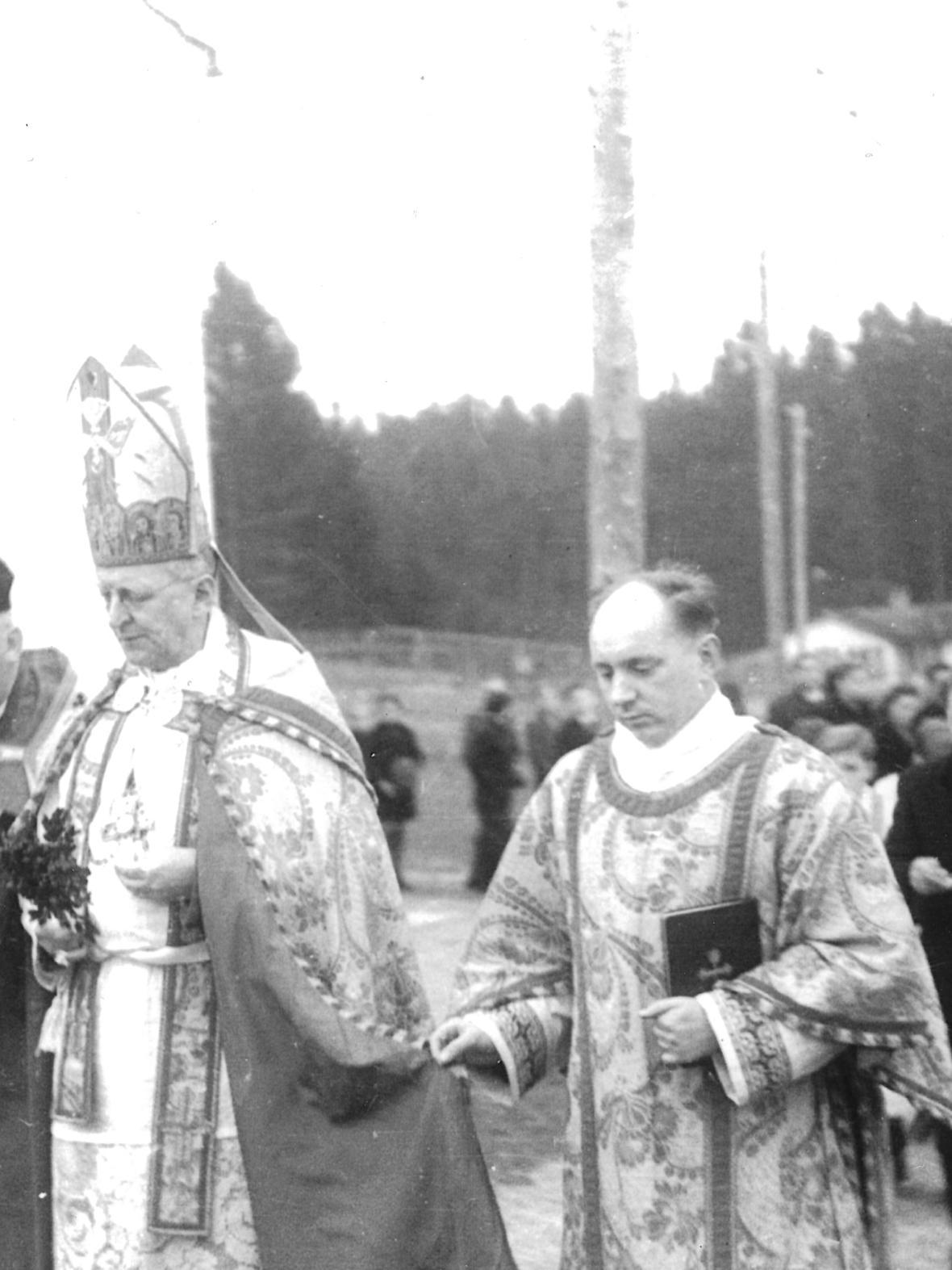 1949_09_11_Weihe_der Notkirche_Freundorfer_StadtPf_Fink_Benfiziat_Mladek